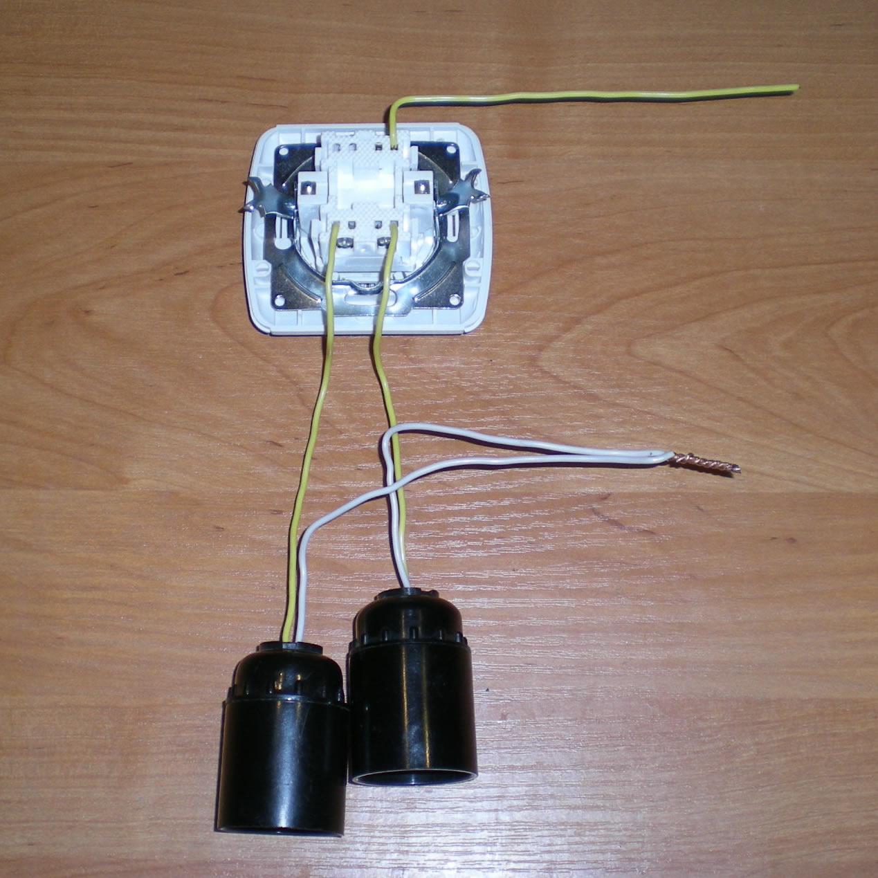 схема включения люстры от двух выключателей