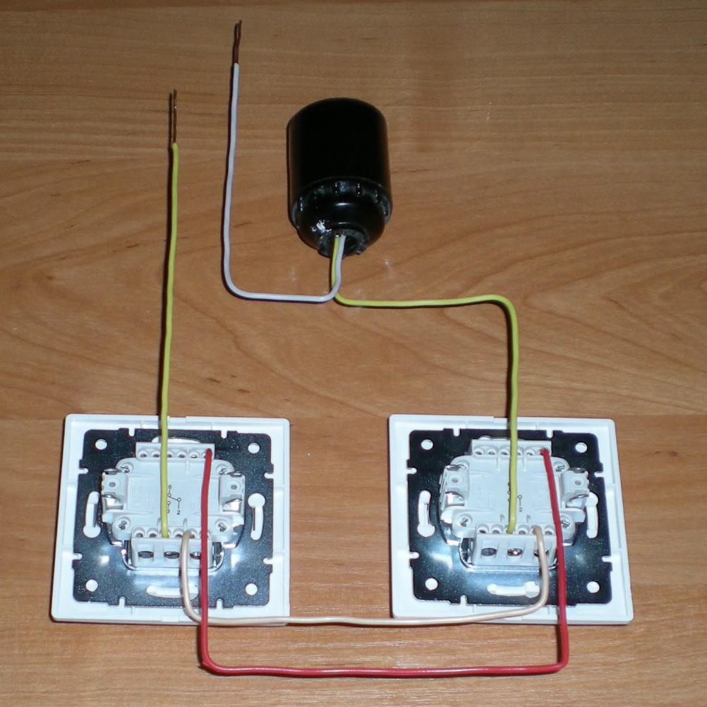 Как на одну лампочку сделать два выключателя