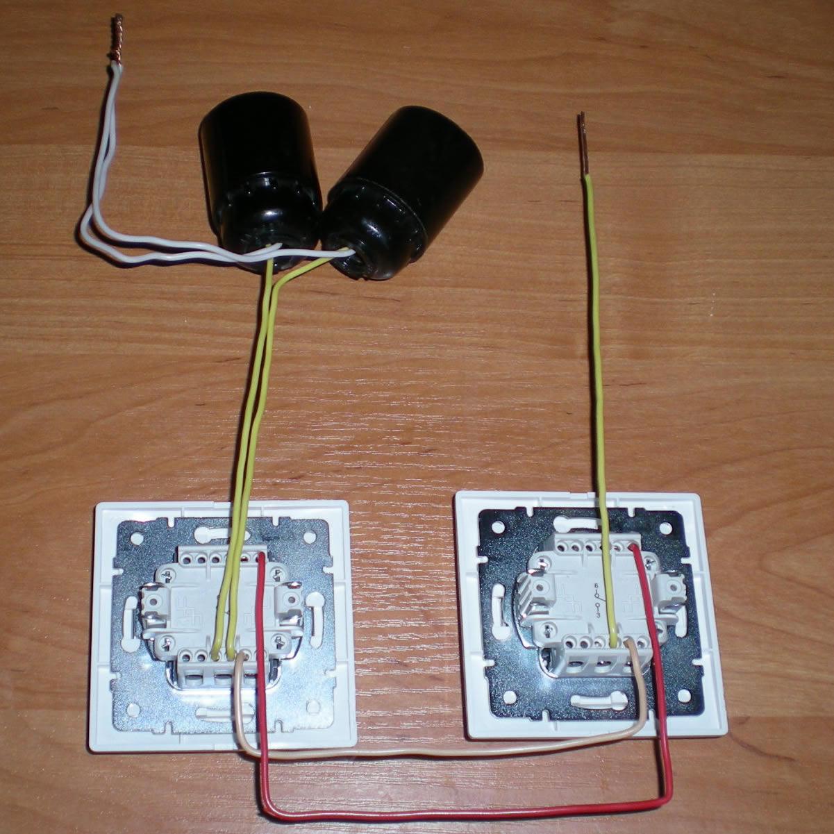 схема из выключателя, 3 ламп, резетки и проводов.
