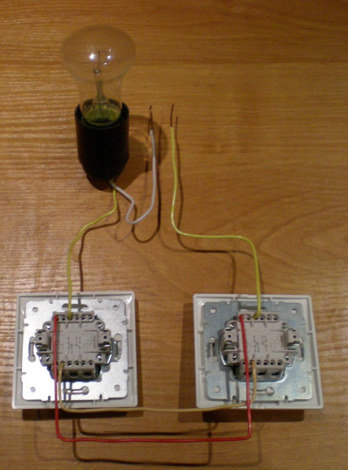 Как из двух одинарных выключателей сделать один двойной
