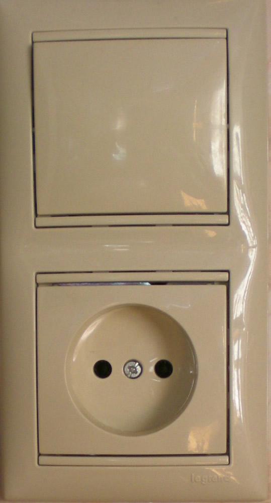 блок выключателя с розеткой